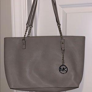 NWT Michael Kors jet set chain purse in pearl grey